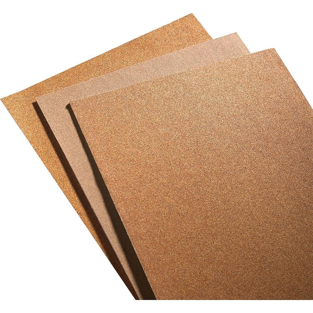 poncer manuellement une terrasse avec du papier sablé