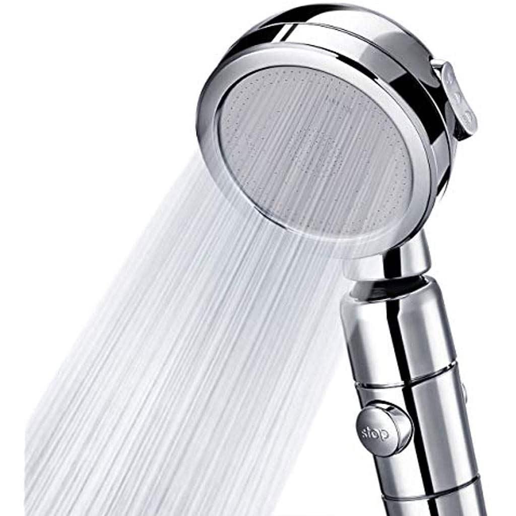 L'encrassement des picots du pommeau de douche peuvent expliquer le manque de débit d'eau.