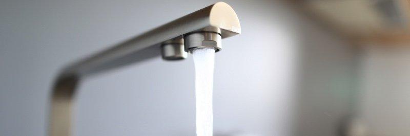 pose d'un robinet de cuisine ou de salle de bain